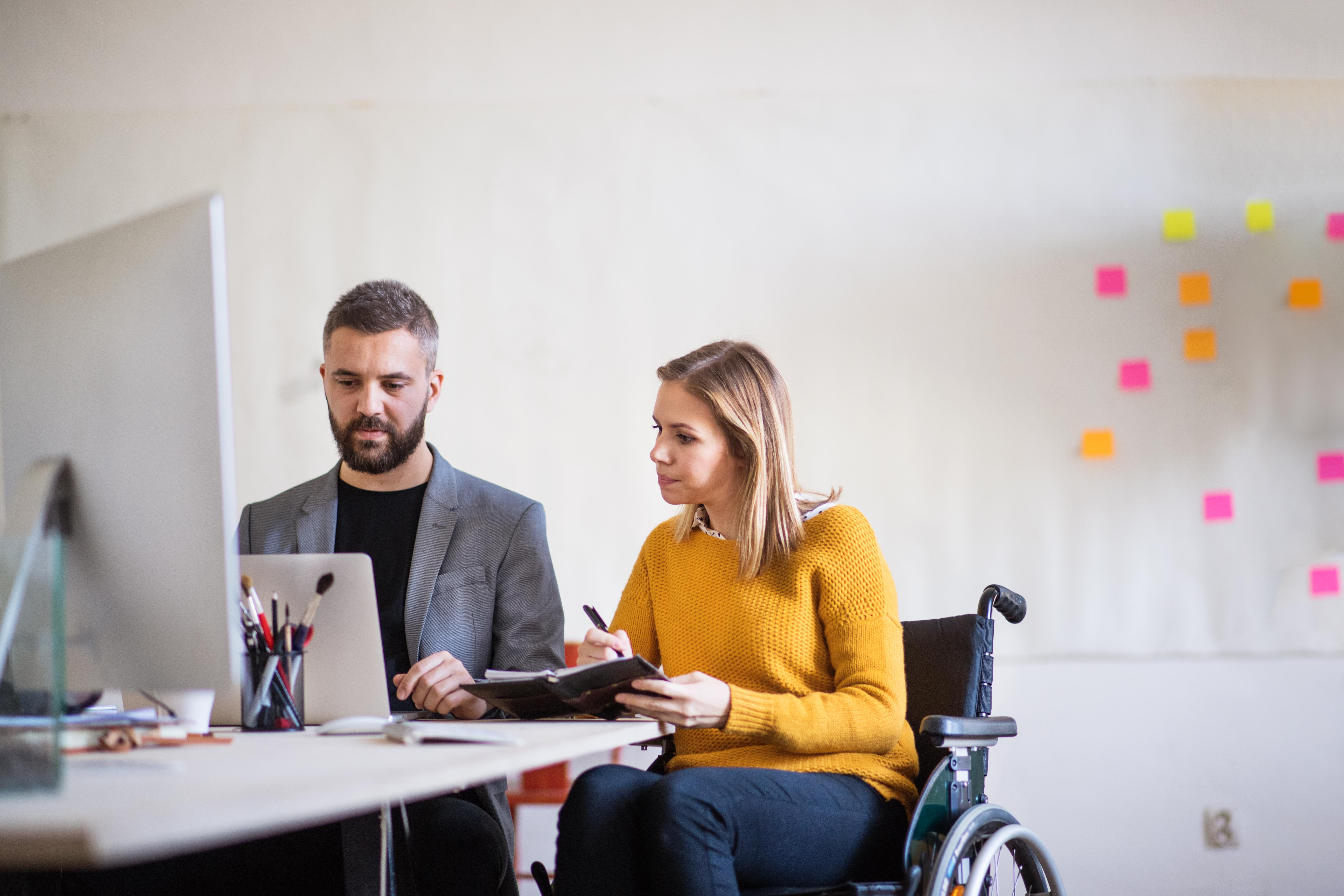 https://www.zatrudnijwozkersa.pl/wp-content/uploads/2019/04/two-business-people-with-wheelchair-in-the-office-PMJT9V570.jpg